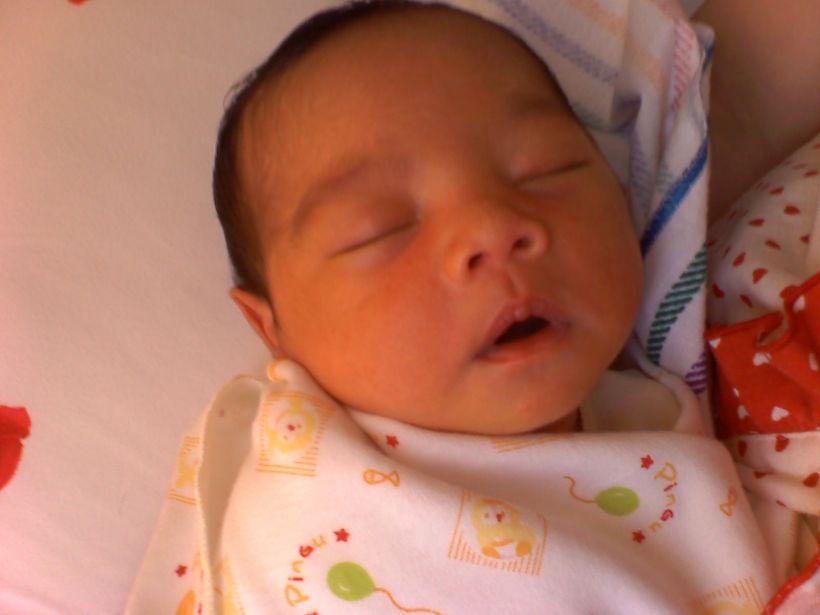 keponakan pertama saya. Nathaniel Ansen. Umurnya masih 6 hari saat di foto.
