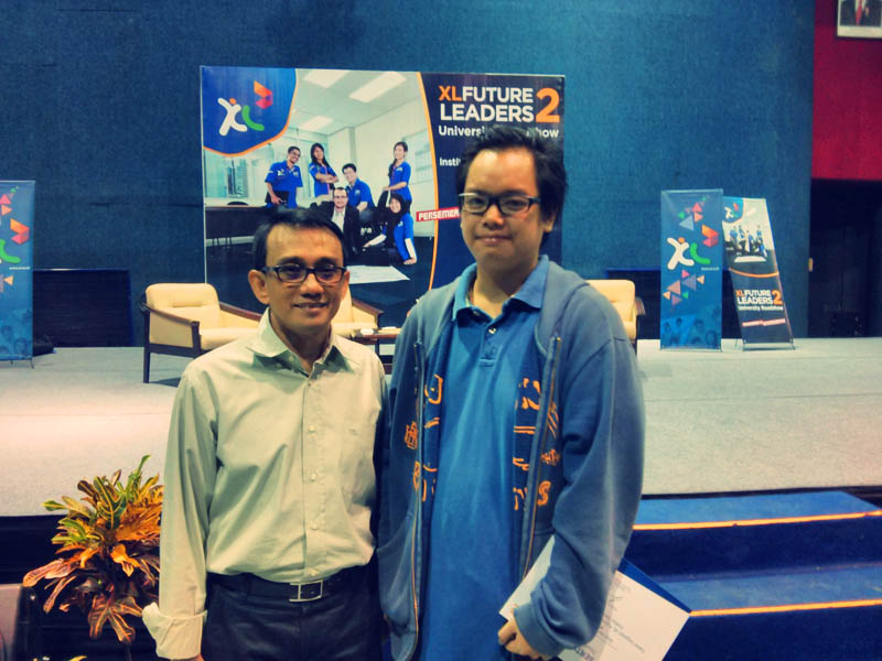 Foto saya dengan pak hasnul seusai acara XL future Leader 2 di bandung.