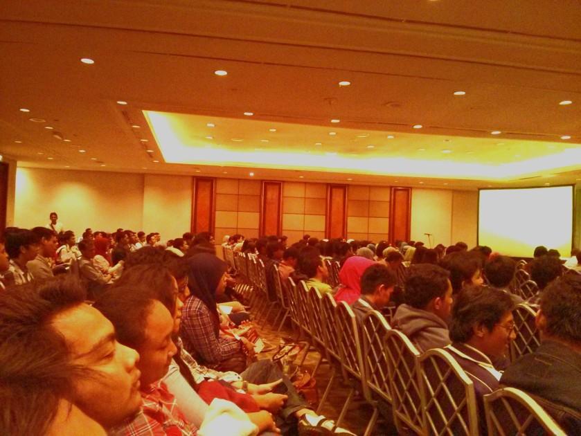 Suansana Conferences di  INAICTA 2013. Rameee banget dan ini sebagai salah satu indikator banyaknya orang-orang muda amat tertarik dengan dunia ICT terutama Game