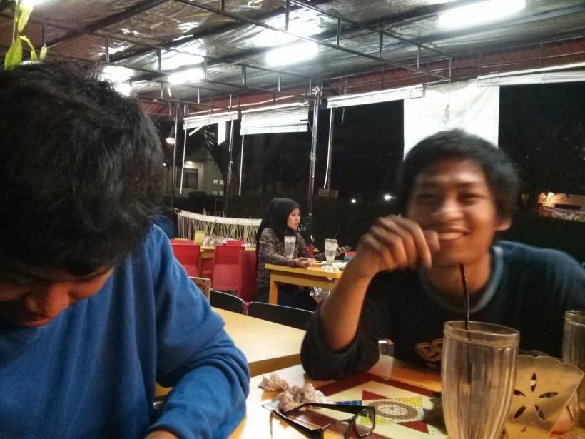 Berwisata kuliner: Bersama Lukman dan Pandu.