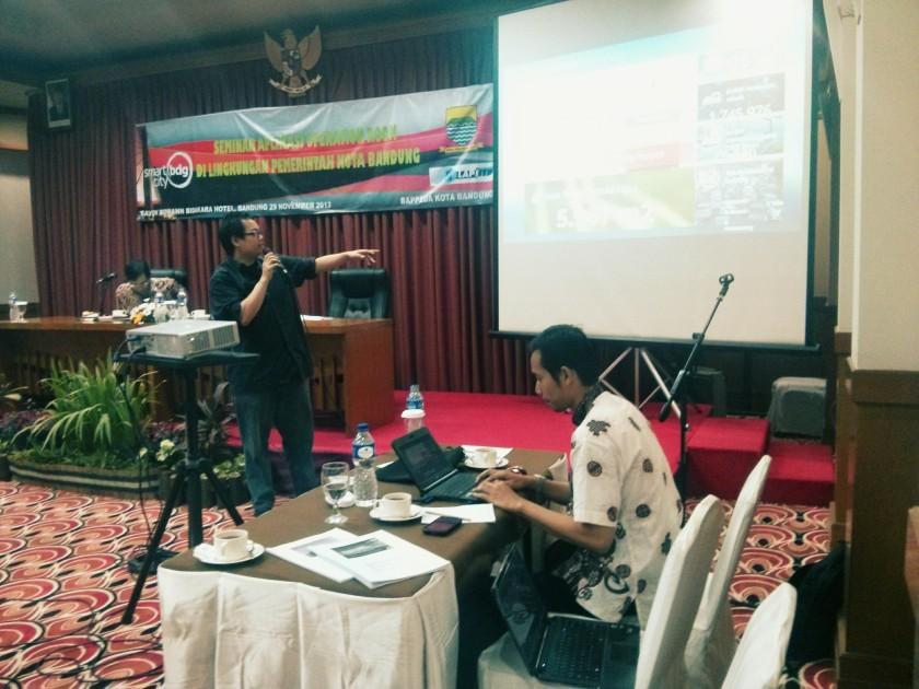 Presentasi di depan SKPD Pemda Bandung di Hotel Savoy Homan Bandung