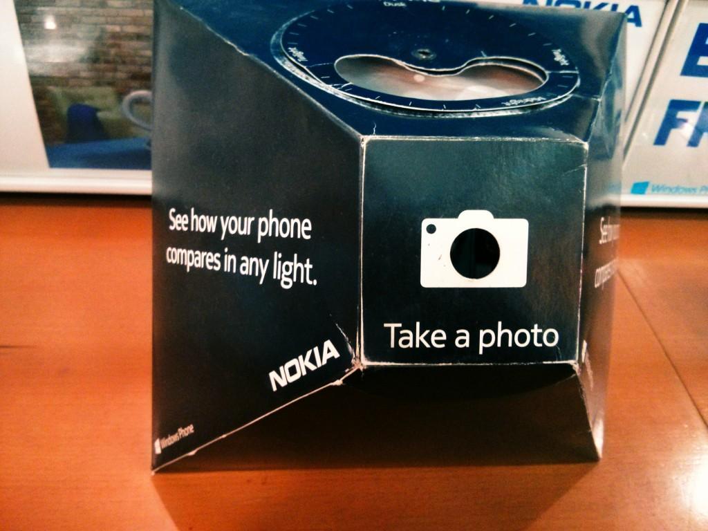 Kita hanya perlu mengarahkan kameran HP keadalam libang foto dan melihat bagimana kemampuan kamera HP kita dibanding Nokia 1520.