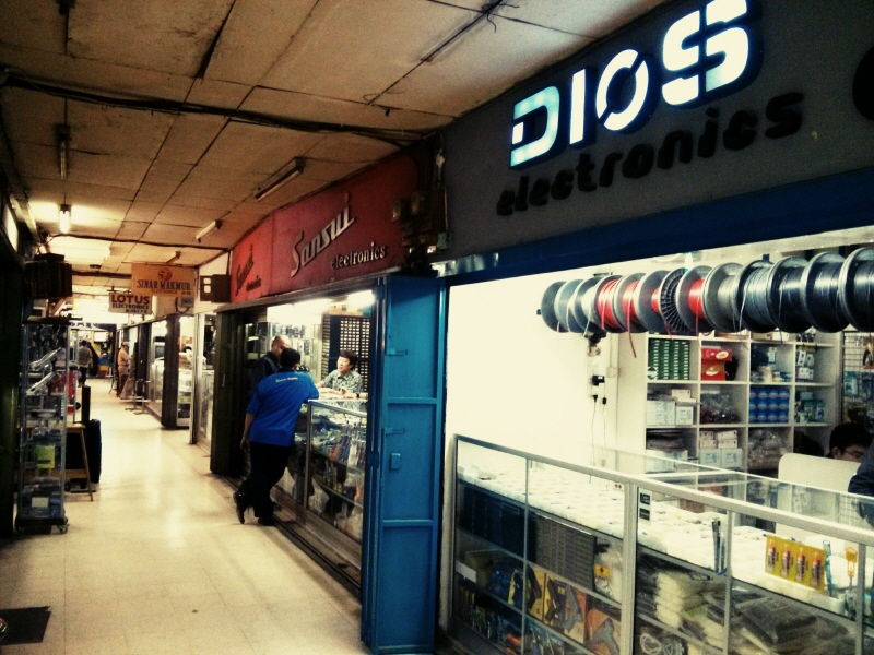 Ini nih, penampakan tempat belanja Anak Elektro atau para engineer di Bandung