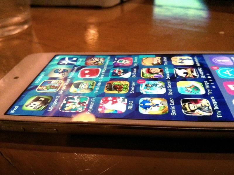 Era kejatuhan iPod: iPod touch generasi paling anyar.