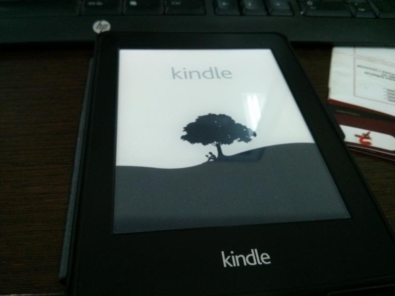 E-Ink reader yang bernama Kindle Paper white