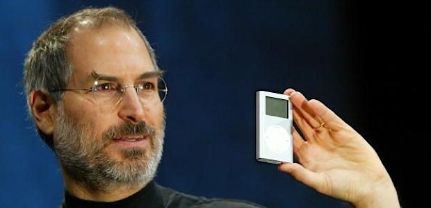 Era kejatuhan iPod: Steve Jobs memperkenalkan ipod pada tahun 2001