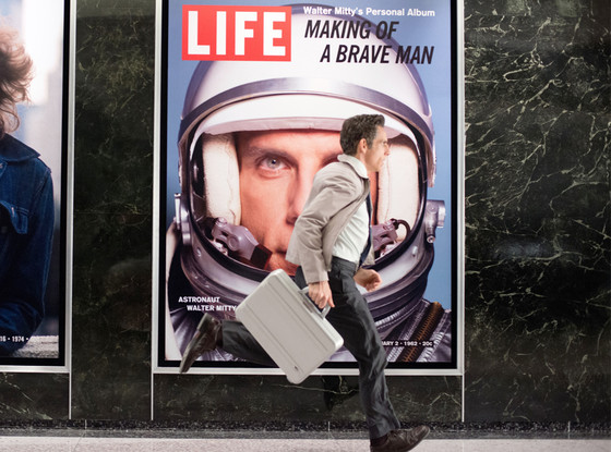 Space Oddity: merupakan salah satu OST The secret life of Walter Mitty