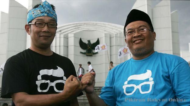 Misteri Kang Oded: yang kiri pak Ridwan kamil( kang emil). Nah, yang kanan ini namanya mang Oded