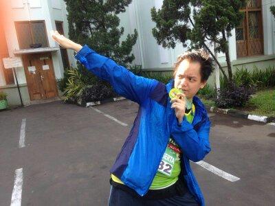 My first 10 K!: pose gaya husein bolt KW  dengan medali