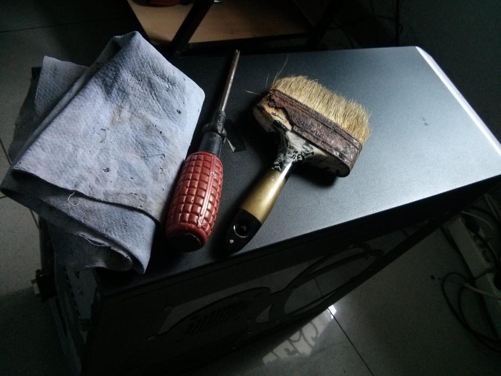 383. Lifehack: Tips membersihkan PC! Ini dia peralatan untuk membersihkan PC. Kanebo, obeng plus dan kuas.