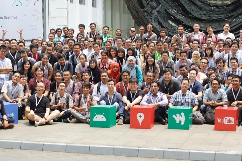 397. Catatan Google Developer Summit: Material Design! ini dia nih suasana Google Developer Summit 2015 di Jakarta. Rame yah?