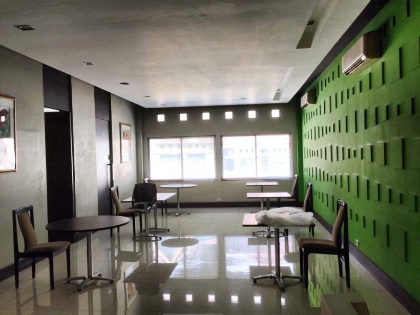 406. Dah,Pindah Kantor! Kantor lama Kudo yang sudah di kosongkan. Walaupun gak semenarik kantor Google dan traveloka. Gini-hini, banyak jasanya nih bangunan.