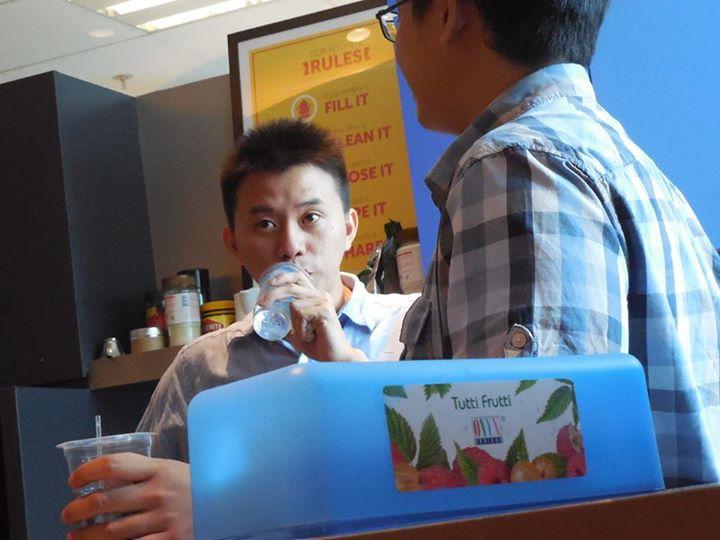 407. Kumpul-kumpul desainer Dribbble pertama di Jakarta! Ini Dia bung Tommy Chandra, salah satu pembicara di Dribbble meet up...