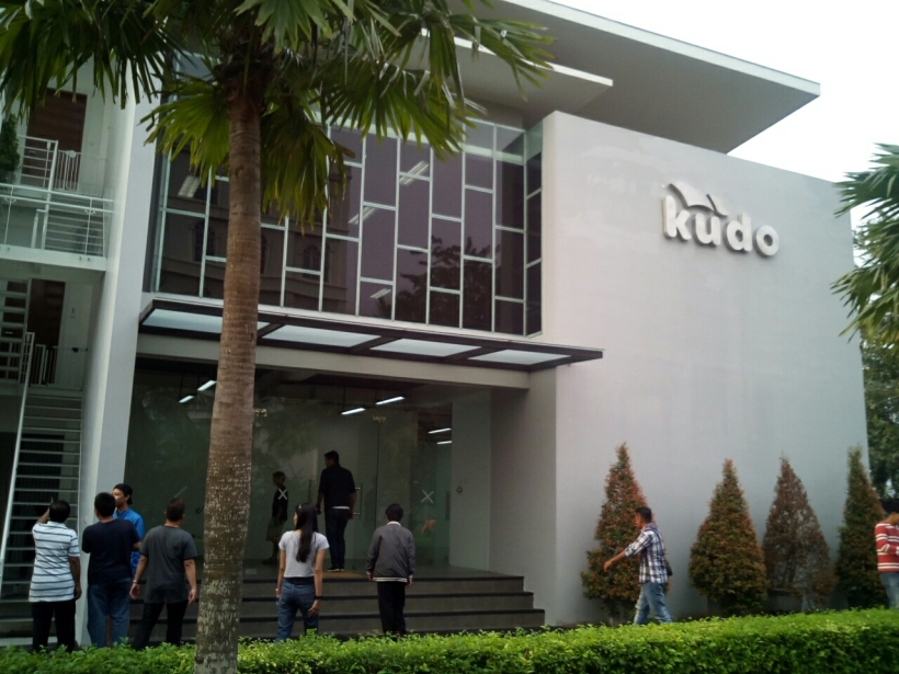 406. Dah,Pindah Kantor!  Ini dia kantor barunya Kudo. Dulunya ditempatin Java Musikindo.