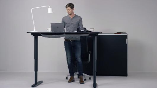618. Study banding kantor Startup! Standing desk buatan IKEA yang harganya gak kira-kira mahalnya