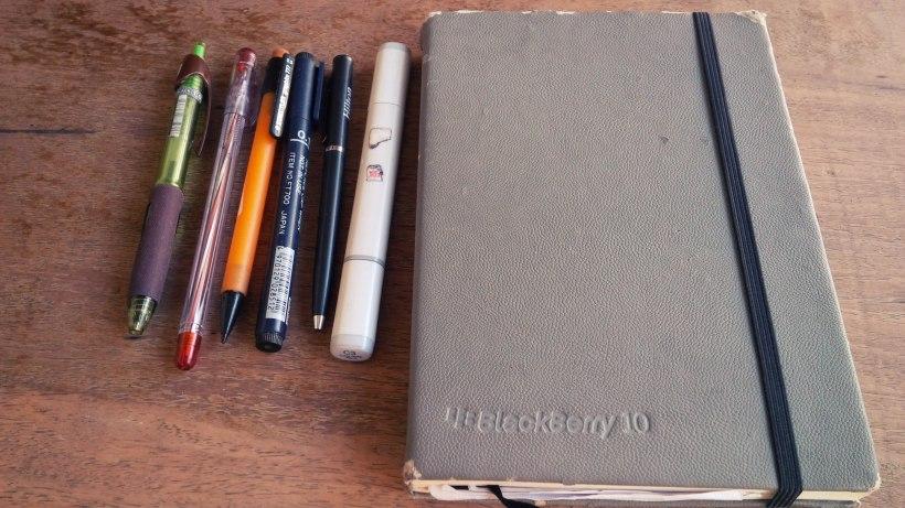 440. Whats Inside my UX Design bag !? BlackBerry Notebook + Berbagai macam alat tulis. Buku catatan adalah hal yang wajib di bawa karena, inspirasi datang darimana saja dan kadang susah di catat dengan gadget.