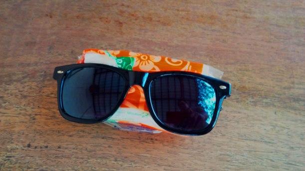 440. Whats Inside my UX Design bag !? Kacamata Rayban dan Tisu.