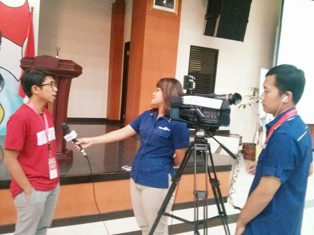 446. Apa yang pelajari dari mas Agung Nugroho! Walaupun sibuk tapi, mas Agung menyempatkan diri di wawancara reporter TV
