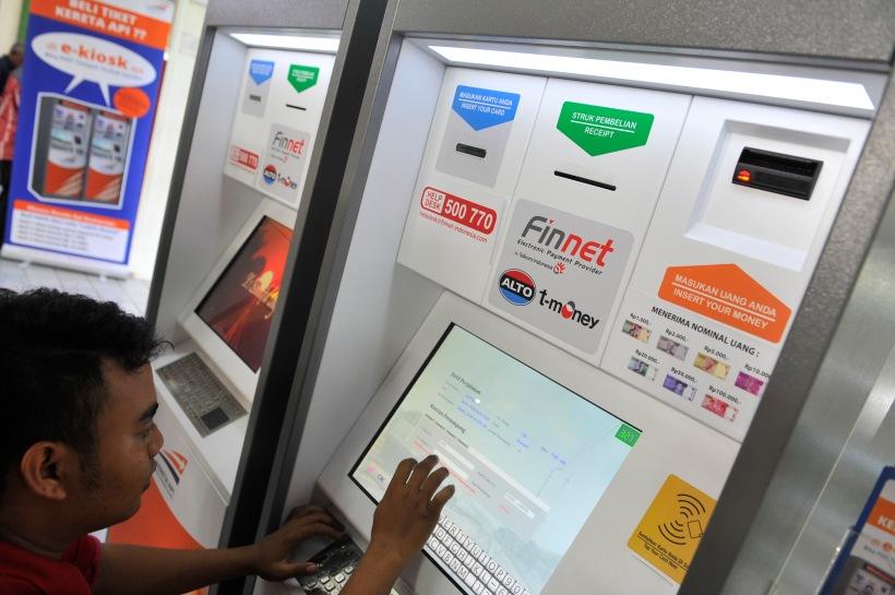 451. UX design: kenapa program IT pemerintah jarang yang pakai? Ini dia mesin tiket KAI dari desainnya aja udah ribet. Nih mesin pasti mahal sih.
