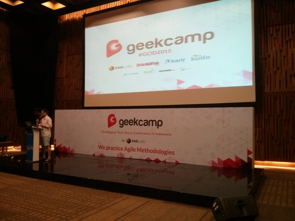 466.Perebutan talenta di Geekcamp 2015! panggung geek camp. Gede yah?